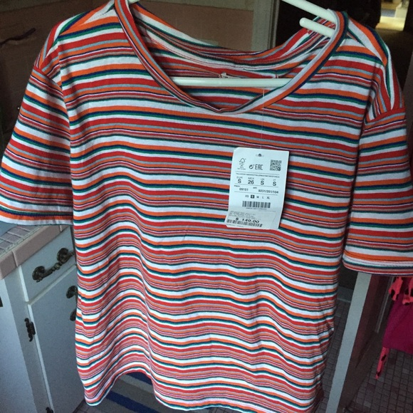 82a55f3ce36 NWT Colorful striped tee👚 NWT